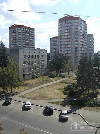 Apartment in 5 minutes walk from Darnitsa station, Una Camera (36852), 009