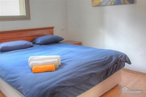 Апартаменты в Тель-Авиве с двориком, 2х-комнатная (76495), 002