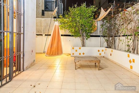 Апартаменты в Тель-Авиве с двориком, 2х-комнатная (76495), 013