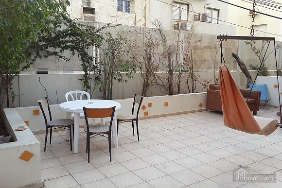Апартаменты в Тель-Авиве с двориком, 2х-комнатная (76495), 015