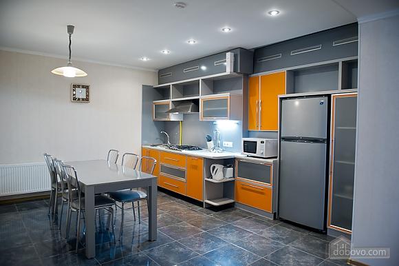 Просторные апартаменты класса люкс, 3х-комнатная (32153), 004