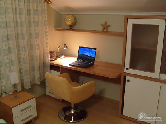 Светлые апартаменты в центре, 2х-комнатная (80358), 005