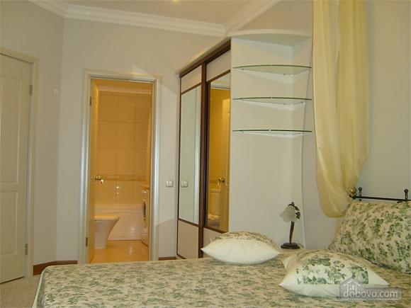 Большая просторная квартира, 3х-комнатная (41110), 002