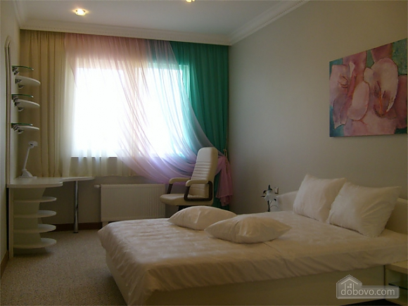 Большая просторная квартира, 3х-комнатная (41110), 003