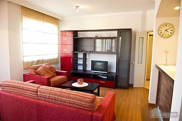 Квартира с хорошим месторасположением, 2х-комнатная (59700), 001