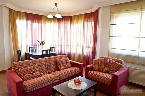 Квартира с хорошим месторасположением, 2х-комнатная (59700), 002