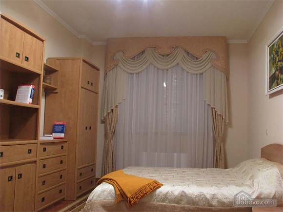 Apartment in the city center, Two Bedroom (20835), 003