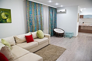 Апартаменты в двух шагах от центра, 2х-комнатная, 001