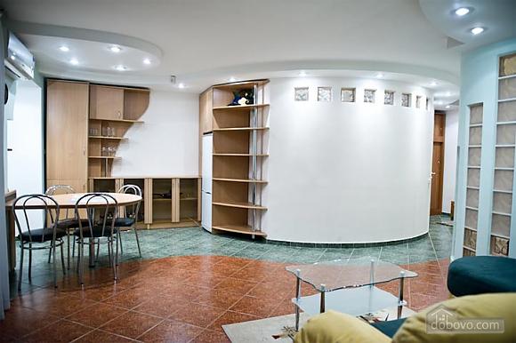 Невелика квартира біля Держуніверситету, 2-кімнатна (54001), 002
