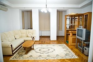 Low cost apartment on the main street, Dreizimmerwohnung, 001
