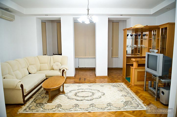 Low cost apartment on the main street, Dreizimmerwohnung (20458), 001
