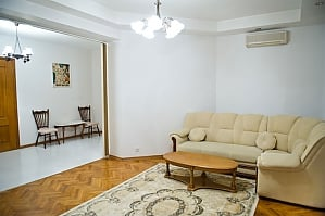 Low cost apartment on the main street, Dreizimmerwohnung, 003