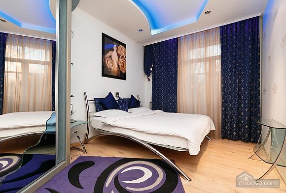 Элитная квартира с джакузи, 2х-комнатная (52570), 003