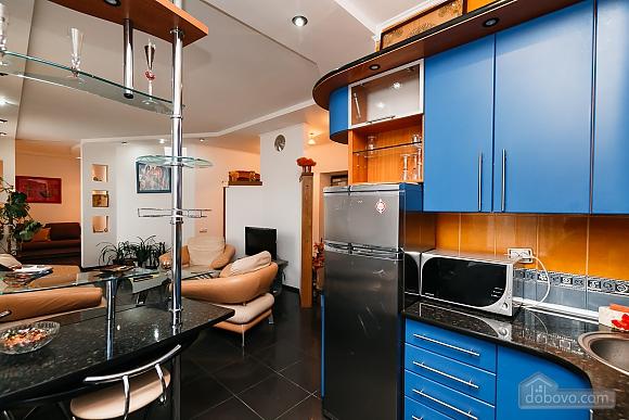 Элитная квартира с джакузи, 2х-комнатная (52570), 010