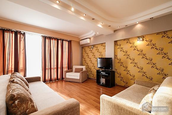 Апартаменти в центрі, 3-кімнатна (70874), 001