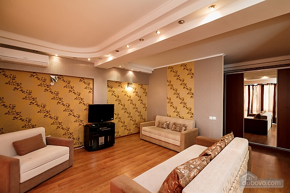 Апартаменты в центре, 3х-комнатная (70874), 003