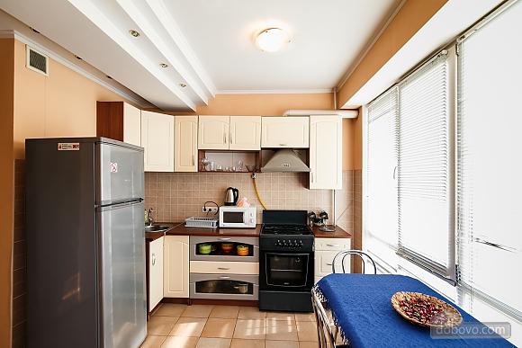 Апартаменты в центре, 3х-комнатная (70874), 005