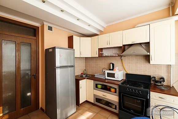 Апартаменти в центрі, 3-кімнатна (70874), 006