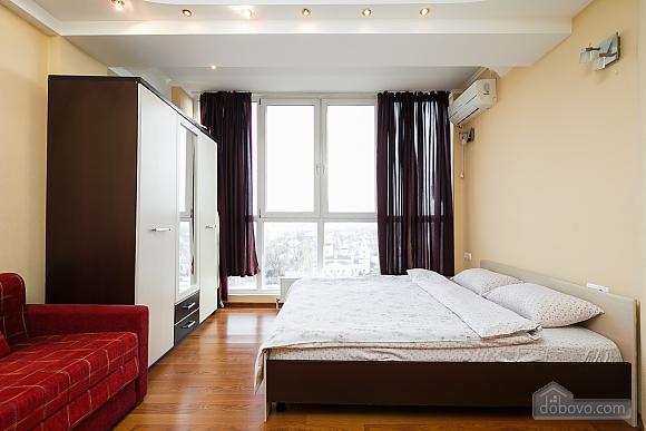 Апартаменты в центре, 3х-комнатная (70874), 007