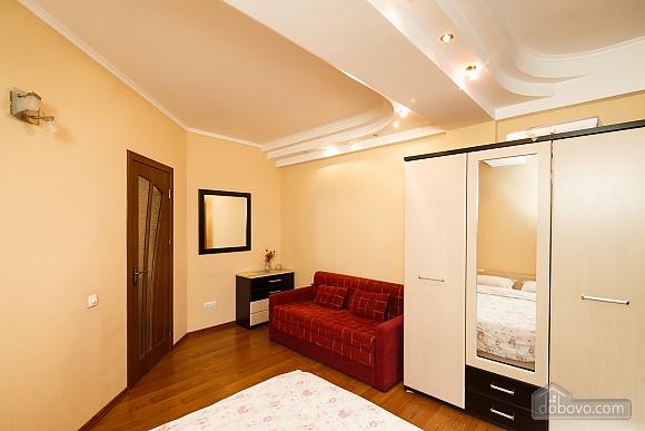 Апартаменты в центре, 3х-комнатная (70874), 008