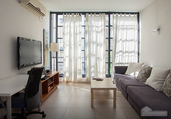 Spacious apartment with big windows, One Bedroom (44123), 001