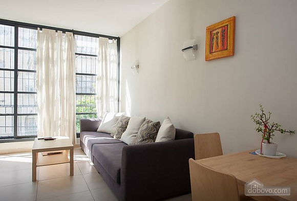 Spacious apartment with big windows, One Bedroom (44123), 010