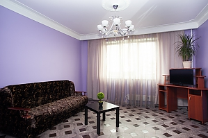 The apartment is near the subway Academica Yangelya, Un chambre, 001