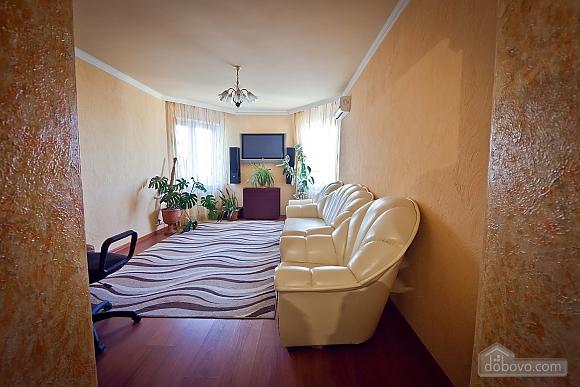 Apartment in Chisinau, One Bedroom (55537), 002