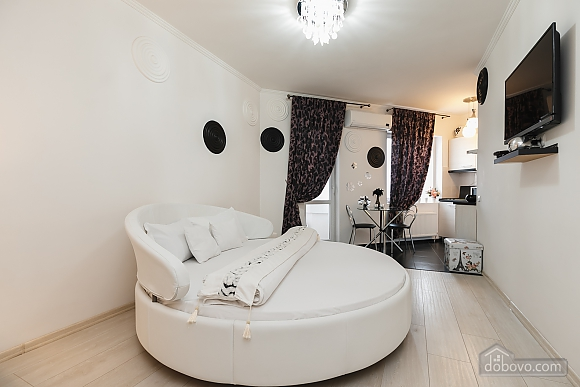 Luxury apartment with a round bed and Jacuzzi, Monolocale (61079), 001
