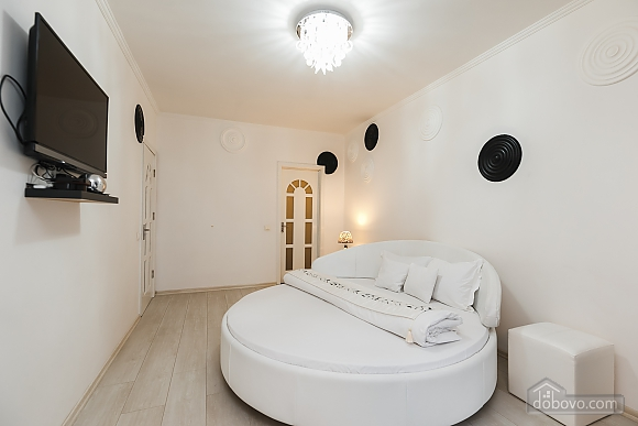 Luxury apartment with a round bed and Jacuzzi, Studio (61079), 003
