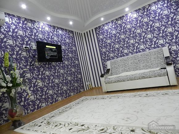 Квартира в класичному стилі в центрі, 2-кімнатна (10630), 002