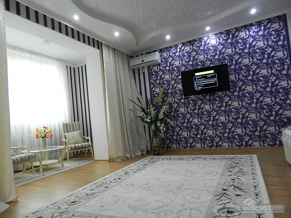 Квартира в классическом стиле в центре, 2х-комнатная (10630), 003