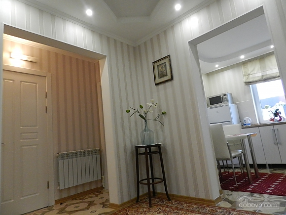 Квартира в классическом стиле в центре, 2х-комнатная (10630), 006