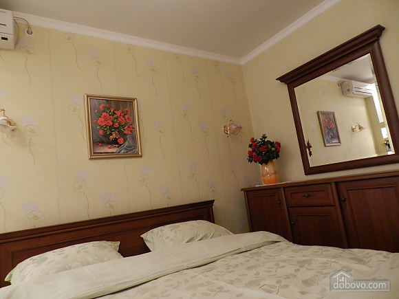 In the historical center of Chisinau, Two Bedroom (89734), 004