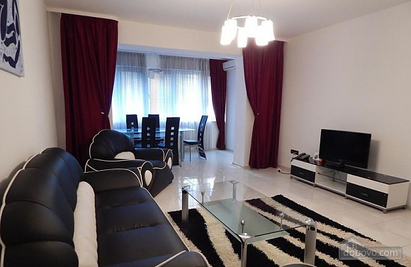 Apartments in the center in a new house, Due Camere (45805), 002