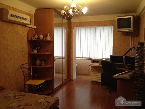 Стильна квартира на Лівому березі, 2-кімнатна (98533), 002