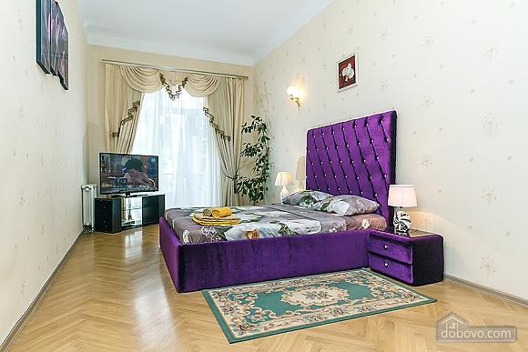 Просторная квартира на Крещатике, 2х-комнатная (18172), 002