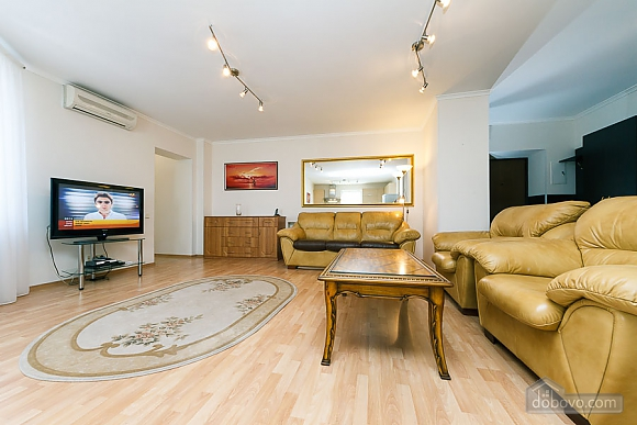 Apartment in the center of Kyiv, Three Bedroom (55621), 003