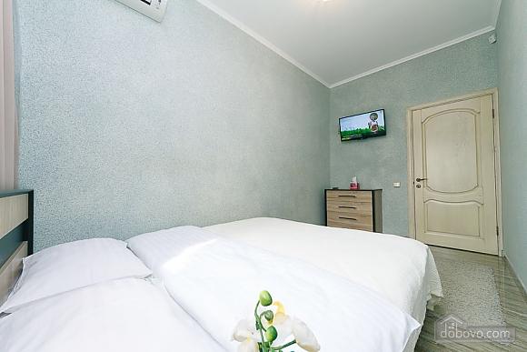 Апартаменты в самом центре Киева, 2х-комнатная (72640), 006