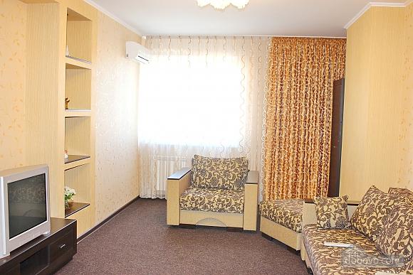 Big apartment near to Poznyaky metro station, Una Camera (72211), 004