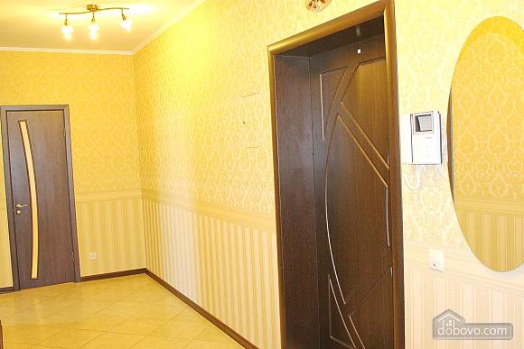 Big apartment near to Poznyaky metro station, Una Camera (72211), 011