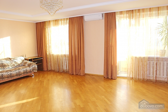 Big apartment near to Kharkivska station, Due Camere (63367), 002