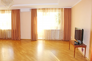 Big apartment near to Kharkivska station, Due Camere, 003