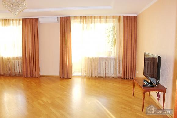 Big apartment near to Kharkivska station, Due Camere (63367), 003