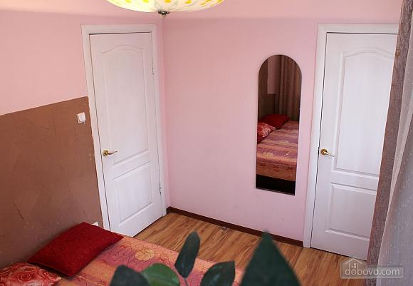 Квартира недалеко от центра, 2х-комнатная (18097), 002