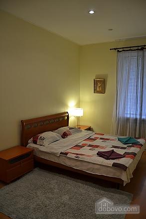 Квартира на Бессарабській площі, 2-кімнатна (76544), 001