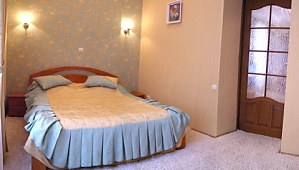 151 Ivana Franka , Due Camere, 003