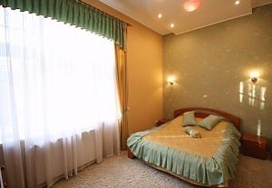 Квартира в зоні Стрийського парку, 3-кімнатна, 004