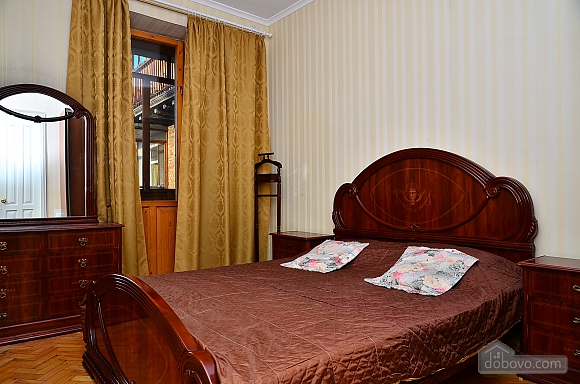 Уютная квартира на Крещатике, 2х-комнатная (85016), 001