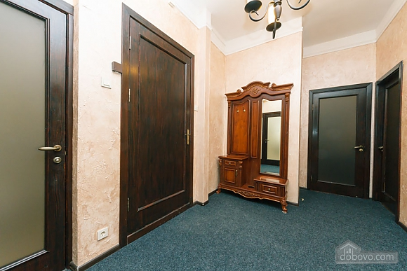 Apartment in the center of Kyiv, Three Bedroom (53476), 020